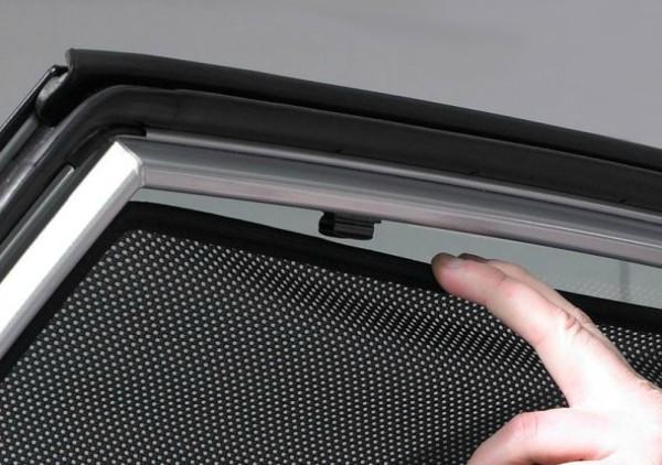 Pred tatvinami nas lahko varujejo tudi avtomobilski senčniki