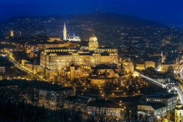 Glavno mesto Madžarske Budimpešta ponoči