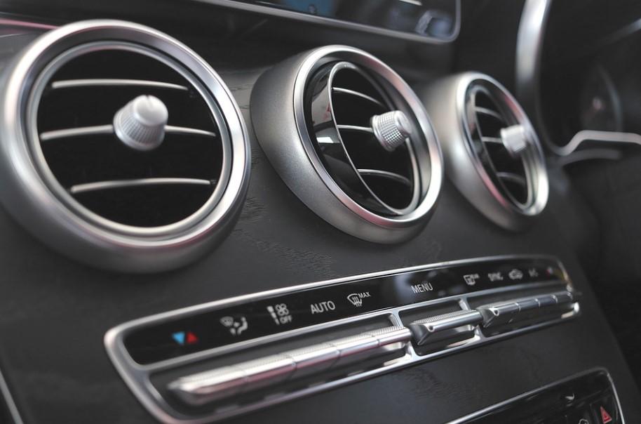 Gretje v avtomobilu – tudi za to skrbi klima