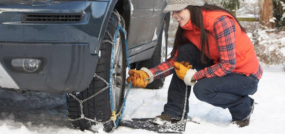 Z avtom na smučanje – zimska oprema za avto