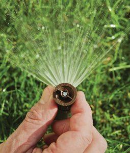 Kvaliteten namakalni sistem za travo