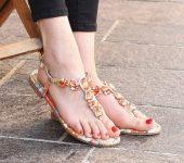 Zapeljiva poletna obutev